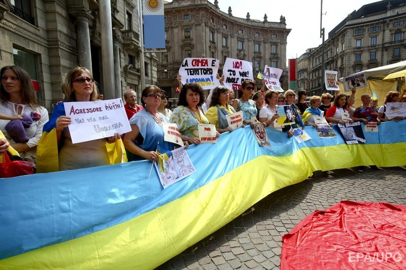 У Мілані Путіна подратували жовто-синіми прапорами (ФОТО) - фото 2