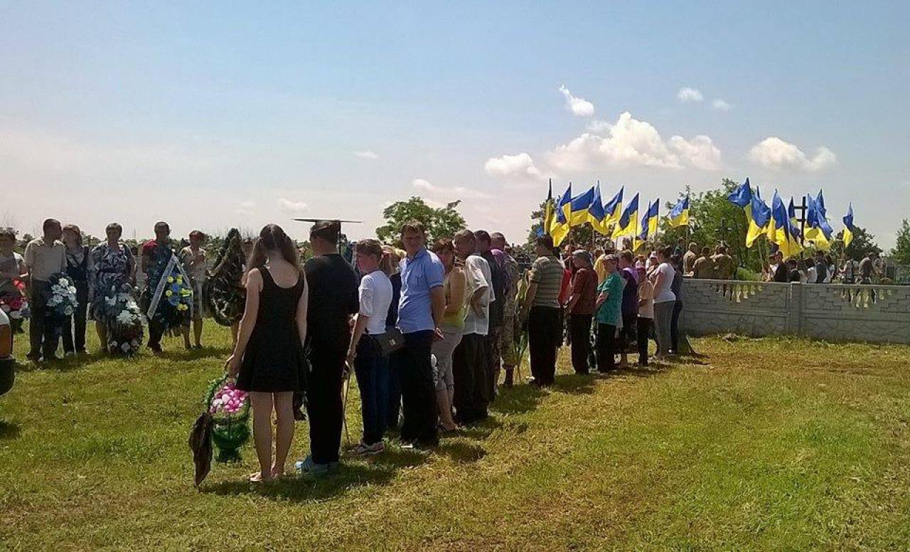 На Миколаївщині провели в останню путь героя АТО - фото 2