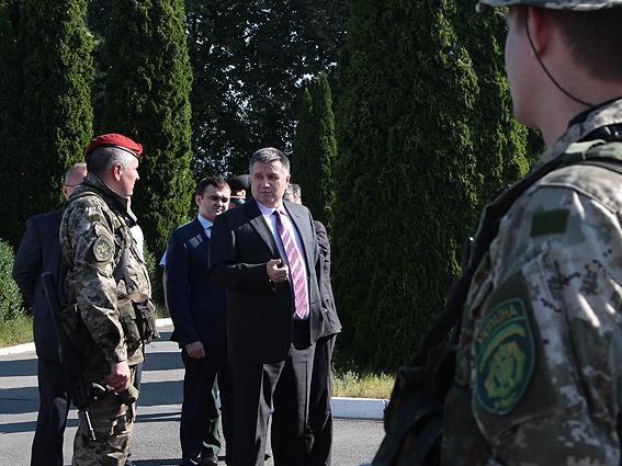 Аваков, прихопивши спецпідрозділ МВС, екстрено прибув до Миколаєва (ФОТО) - фото 1