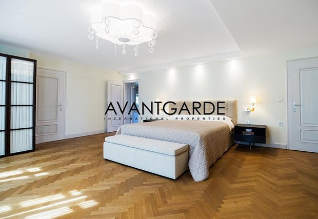 Азвров-молодший продає будинок в Австрії - фото 6