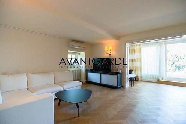 Азвров-молодший продає будинок в Австрії - фото 4