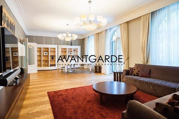 Азвров-молодший продає будинок в Австрії - фото 5