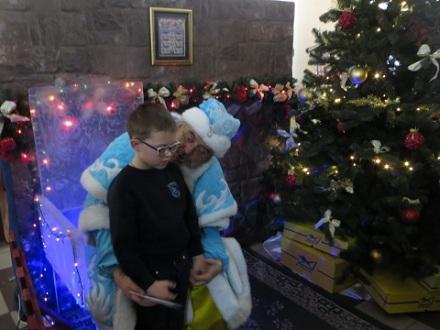 """Вінницький Дід Мороз привітав малечу в """"Укрпошті"""" - фото 1"""