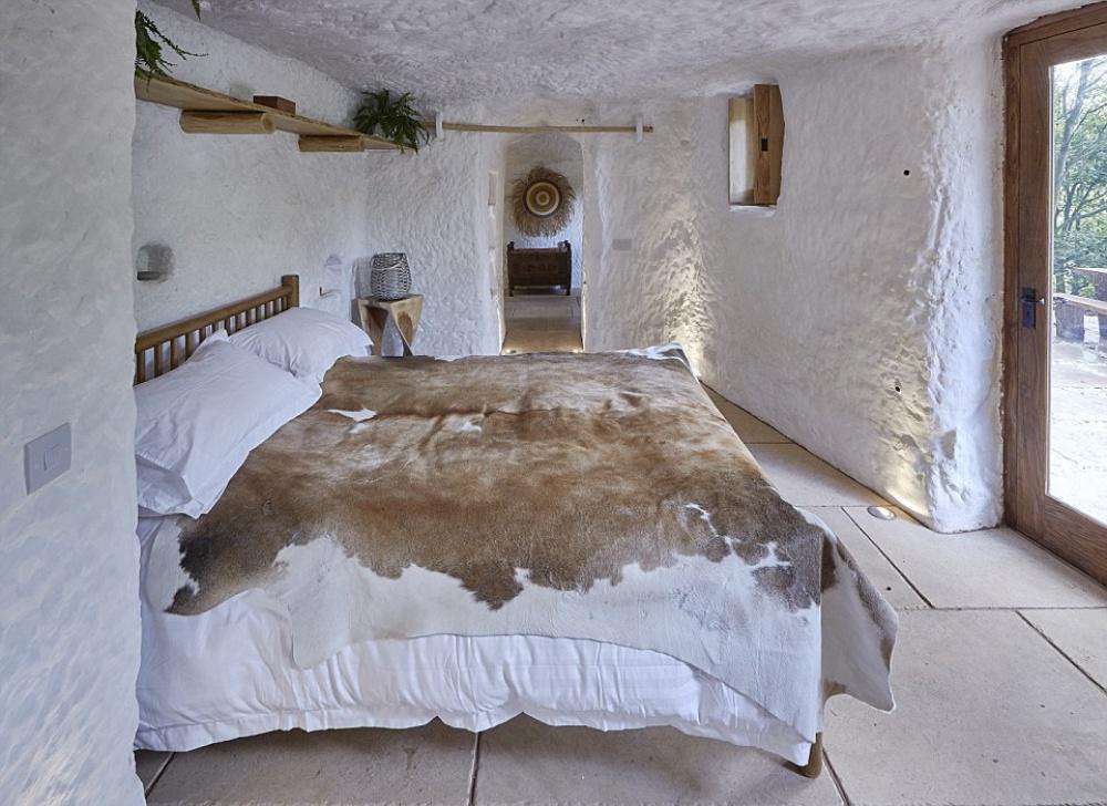 Як чоловік зі звичайної печери зробив люкс-апартаменти з Wi-Fi - фото 6