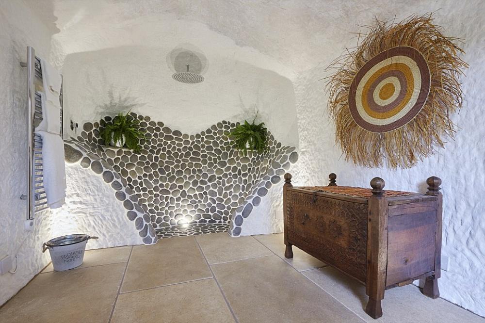 Як чоловік зі звичайної печери зробив люкс-апартаменти з Wi-Fi - фото 2