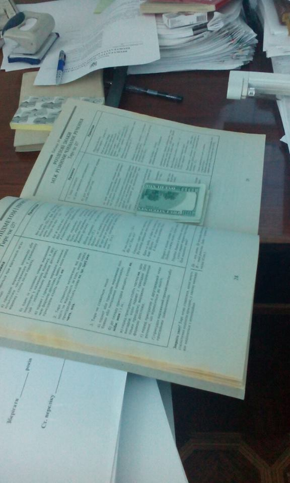 """На Львівщині на """"жирному"""" хабарі піймали ще одного прокурора - фото 2"""