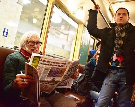 П'єр Рішар помацав мозаїку у московському метро - фото 2