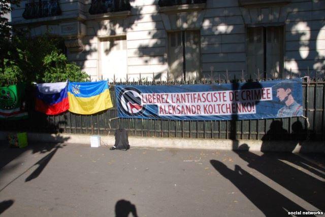 У Парижі освистали російських дипломатів (ФОТО) - фото 2