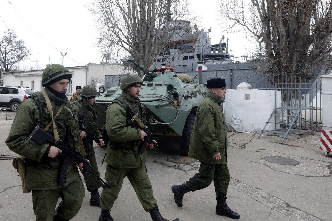Хроніки окупації Криму: харчова паніка та ганебна присяга в масках - фото 4