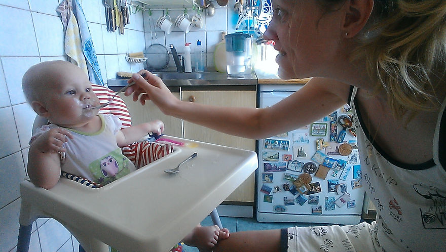 Росіянка з селфі-палкою показала, як насправді виглядає день матусі - фото 5