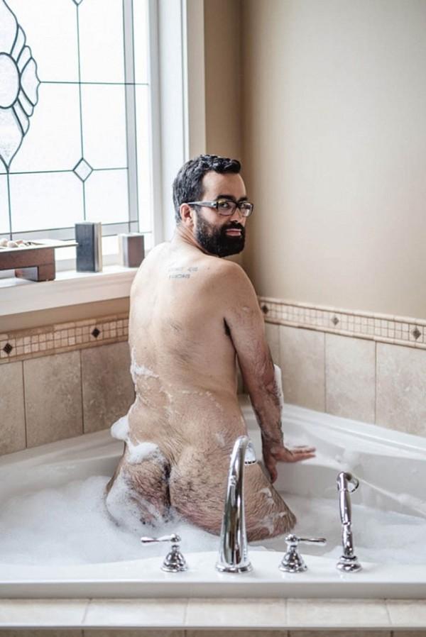 Як чоловік подарував дружині еротичний календар із собою (18+ ФОТО) - фото 4
