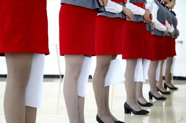 Гірше, ніж в армії: Як тренують стюардес у Китаї - фото 2