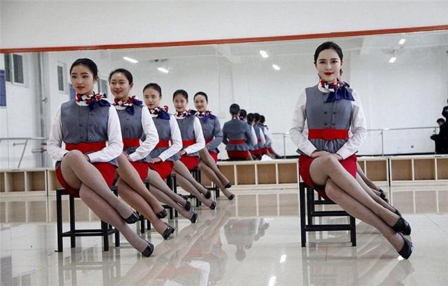 Гірше, ніж в армії: Як тренують стюардес у Китаї - фото 4