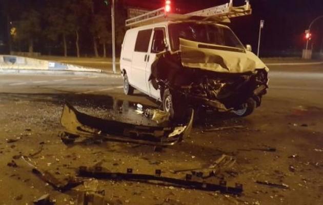 У Києві мікроавтобус врізався у вантажівку: є постраждалі (ФОТО) - фото 3