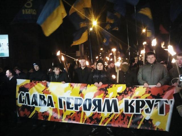 У Києві смолоскипною ходою вшанували героїв Крут - фото 1