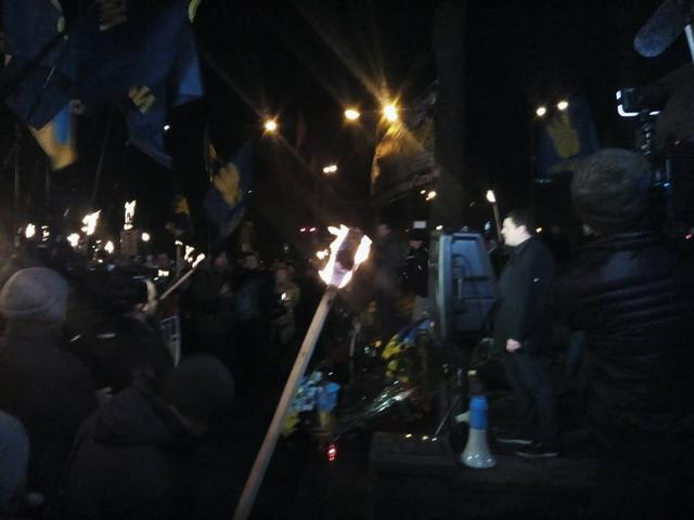 У Києві смолоскипною ходою вшанували героїв Крут - фото 2