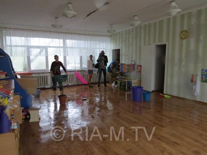 Дощ затопив дитсадок у Мелітополі - фото 3