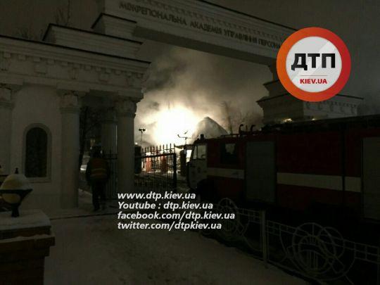 У Києві горів вищий навчальний заклад - фото 1