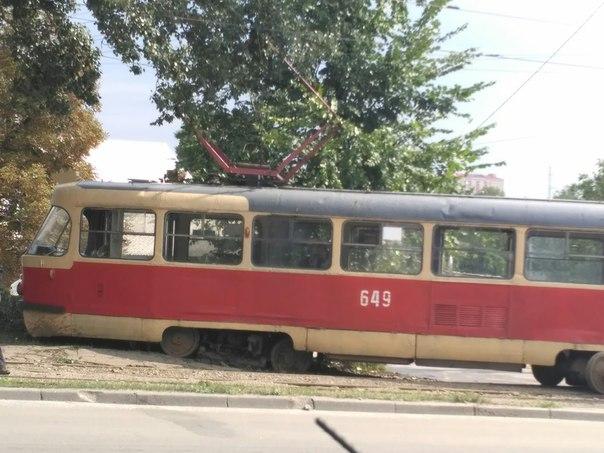 У Харкові трамвай злетів із рейок - фото 1