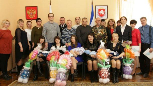 Соцмережі обстібали вручення повісток в армію кримським немовлятам - фото 1