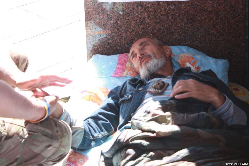 Кримський татарин тиждень голодує на Майдані (ФОТО) - фото 3