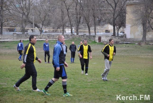 Хроніки окупації Криму: як керченські морпіхи з окупантами у футбол грали - фото 1