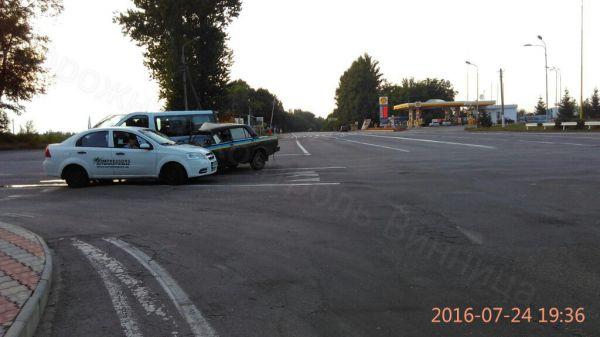 Поліцейська машина спричинила потрійне ДТП - фото 1
