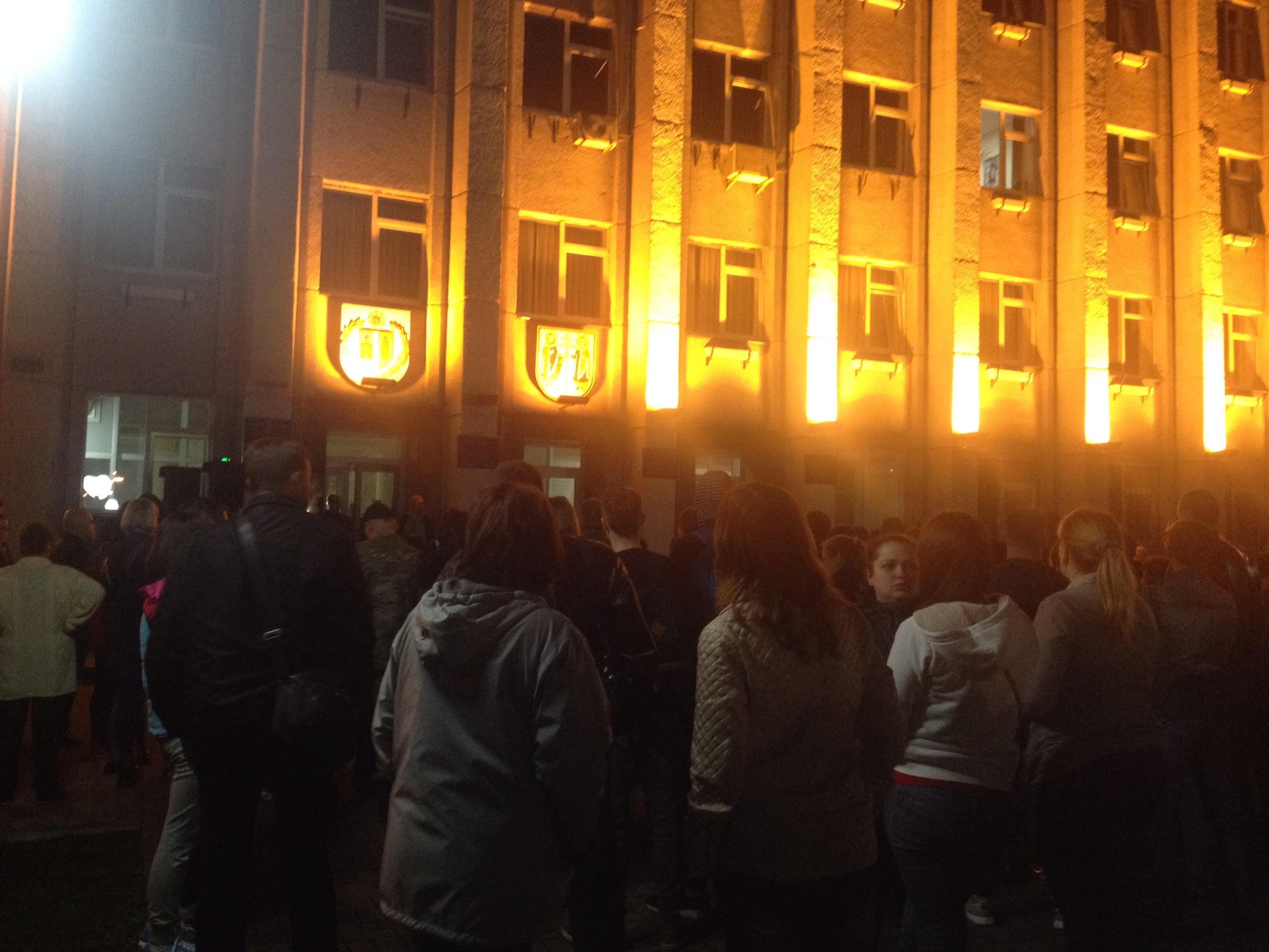 """У Вишгороді влаштували """"майдан"""" на підтримку мера, якого зловили на хабарі - фото 2"""