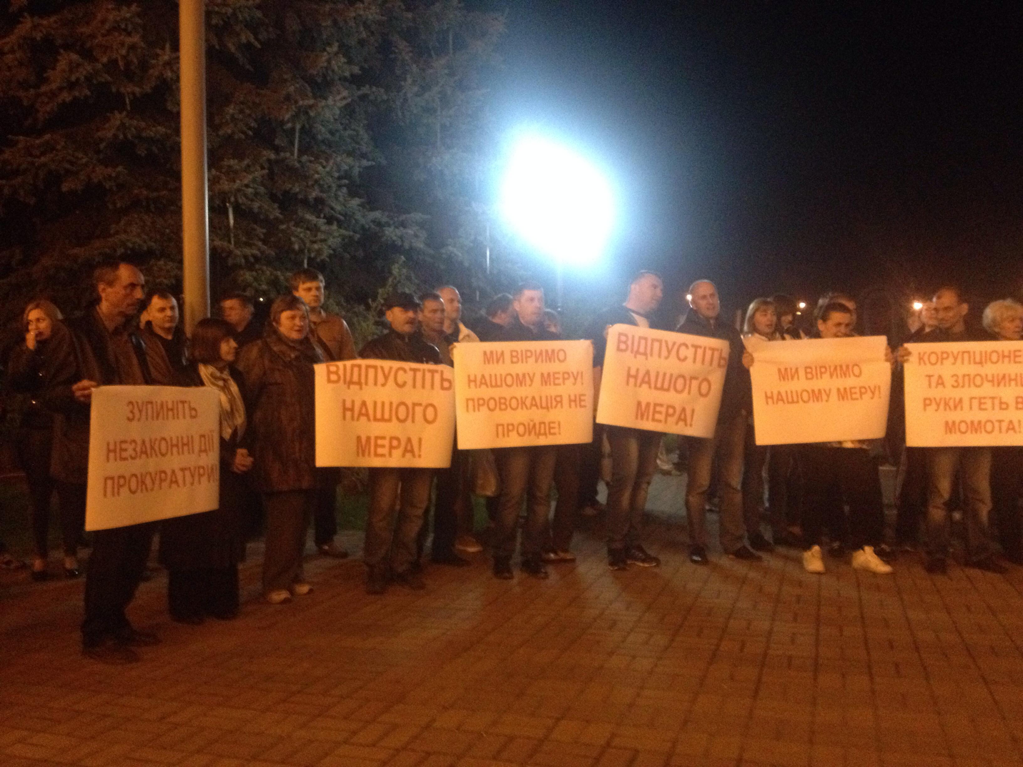 """У Вишгороді влаштували """"майдан"""" на підтримку мера, якого зловили на хабарі - фото 1"""