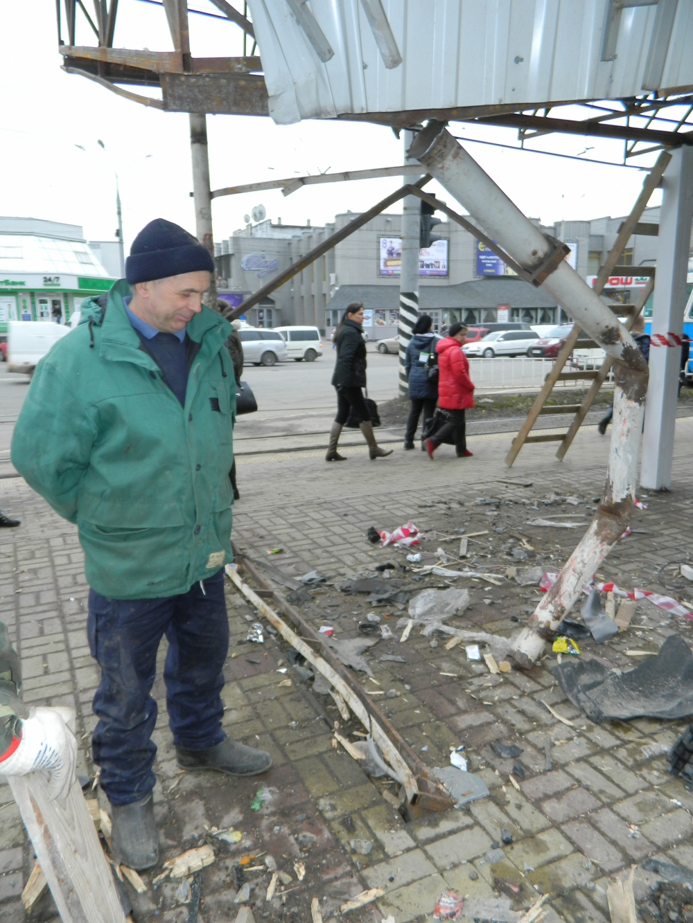 Бізнесмен, який розтрощив зупинку на Пирогова, дав гроші на її відновлення - фото 2