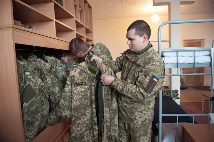 Як Полторак хоче укомплектувати армію: Строковики, мобілізовані, контрактники (ІНФОГРАФІКА) - фото 2