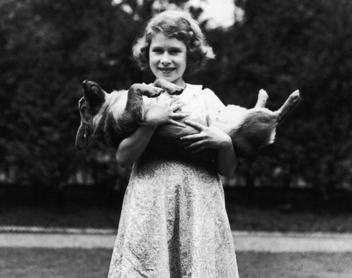 Як старіє Єлизавета ІІ: найяскравіші фото від дитинства і до сьогодні  - фото 30