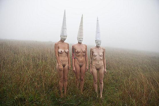 Фотосесія голих дівчат із дивними масками на голові підірвала мережу (ФОТО, 18+) - фото 8