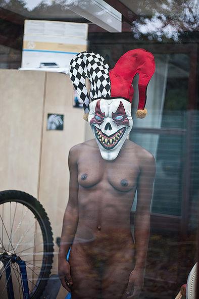 Фотосесія голих дівчат із дивними масками на голові підірвала мережу (ФОТО, 18+) - фото 7