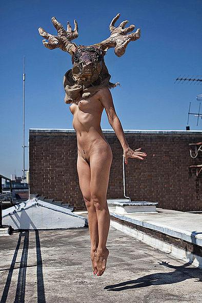 Фотосесія голих дівчат із дивними масками на голові підірвала мережу (ФОТО, 18+) - фото 5