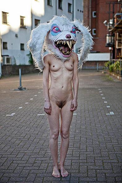 Фотосесія голих дівчат із дивними масками на голові підірвала мережу (ФОТО, 18+) - фото 2