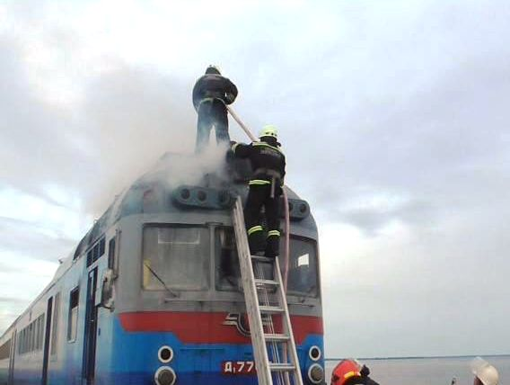 Біля Черкас спалахнув потяг із сотнею пасажирів  - фото 1