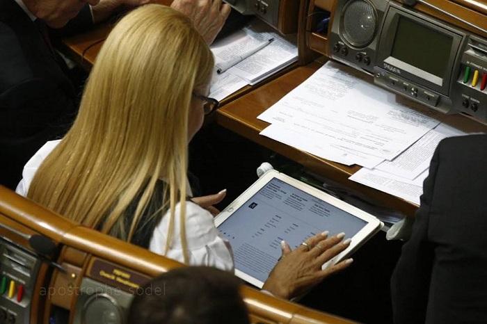 Як Тимошенко радіє у Раді зміною свого іміджу - фото 3