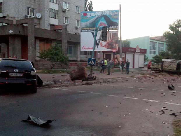 У Бердянську на шаленій швидкості зіштовхнулися два джипа, є постраждалі - фото 5