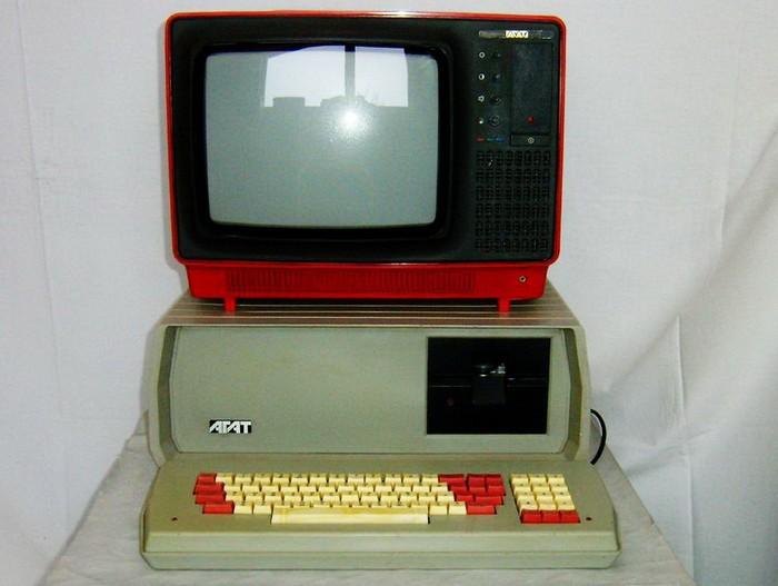 Як виглядали радіотелефон, ноутбук і мікрохвильовка в Радянському Союзі - фото 6