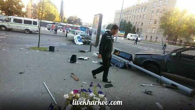 Опубліковані фото з місця страшної аварії з копами у Харкові  - фото 5
