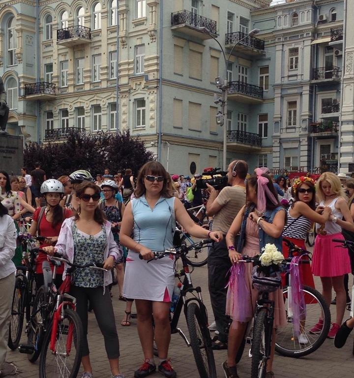 У Києві дівчата та бабусі влаштували велозаїзд на підборах  - фото 4