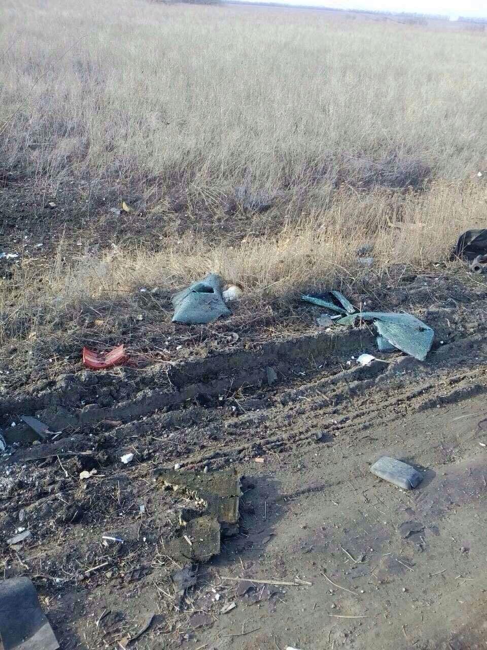 З`явилися фото з місця підриву автобуса біля КПП
