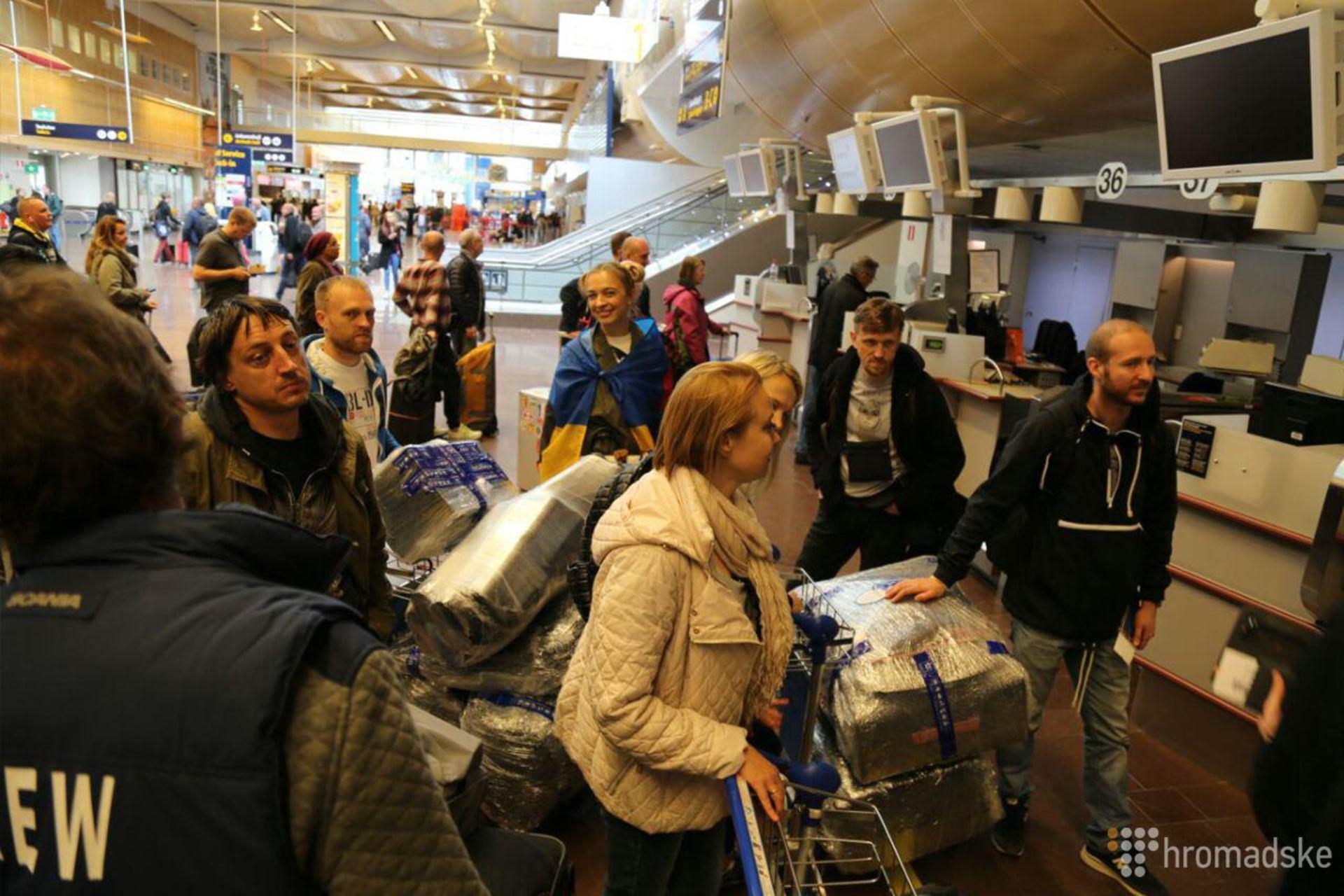 Джамалі в аеропорту довелося платити за свою нагороду (ФОТО) - фото 1