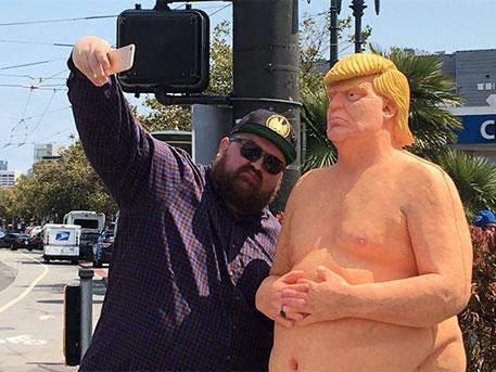 У містах США з'явився голий Трамп без чоловічого органу  - фото 5