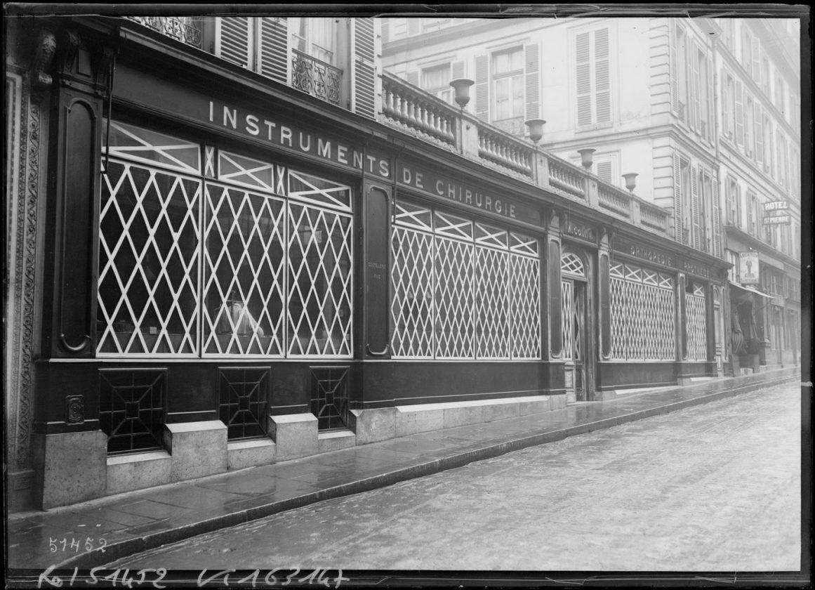 Як століття тому парижани захищали вітрини від німецьких снарядів - фото 1
