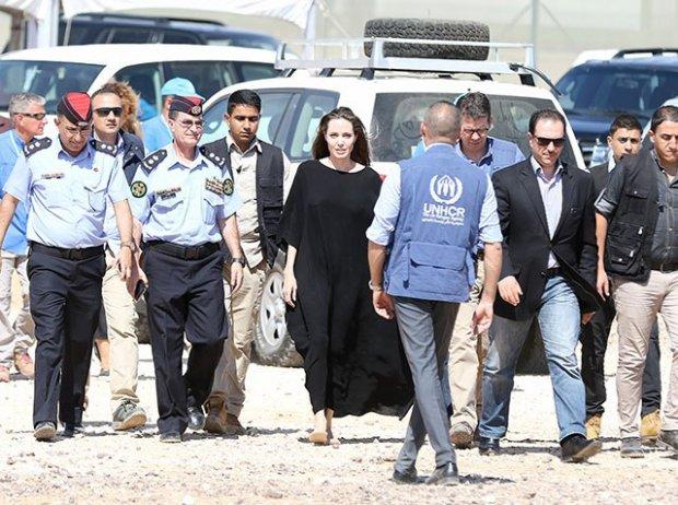 Одяг Анджеліни Джолі розлютив сирійських біженців - фото 1