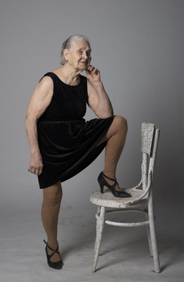 Як киянка у 91 рік відчуває себе красивою та позує ню (18+) - фото 10