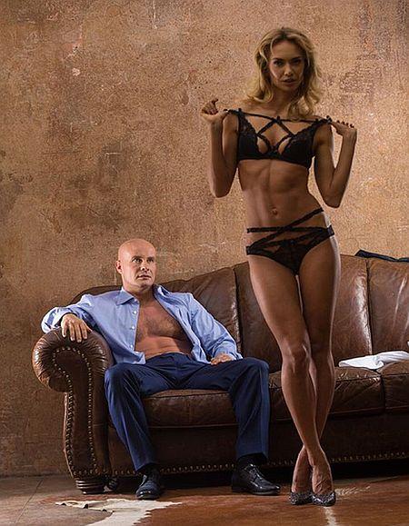 Як земельник Януковича хизується тілом, напівголою дружиною і сексом - фото 4