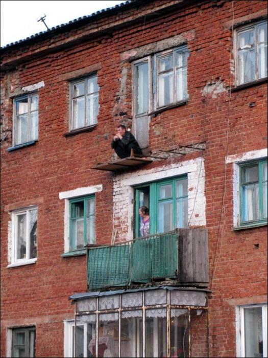 ТОП-20 балконів, володарі яких плювали на оточуючих - фото 15